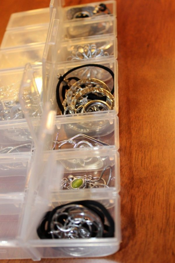 Organize jewelry.  How to easily find BOTH earrings!