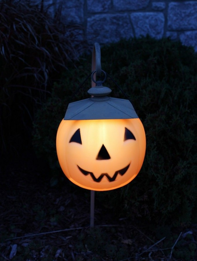 Jack-o-lantern walkway lights!