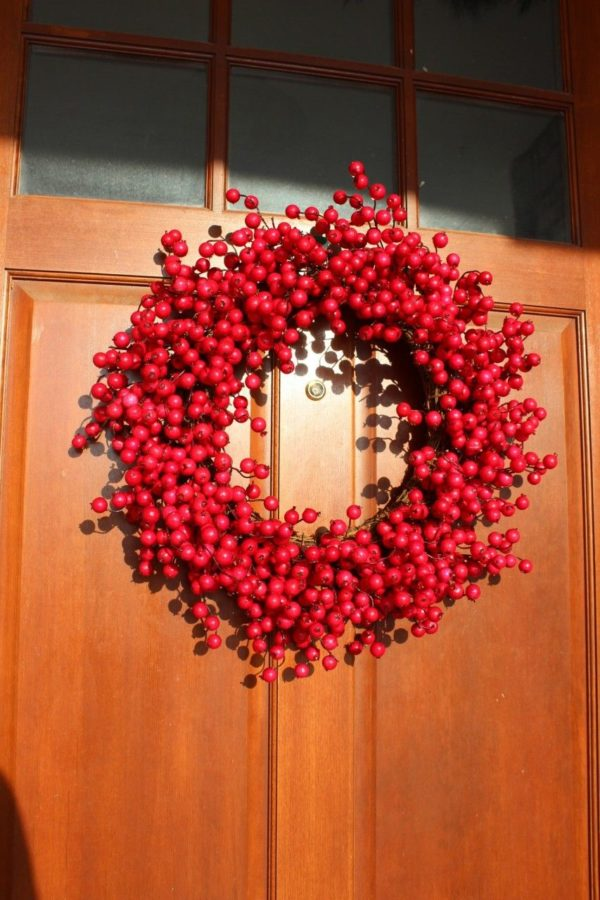 A pretty red wreath!