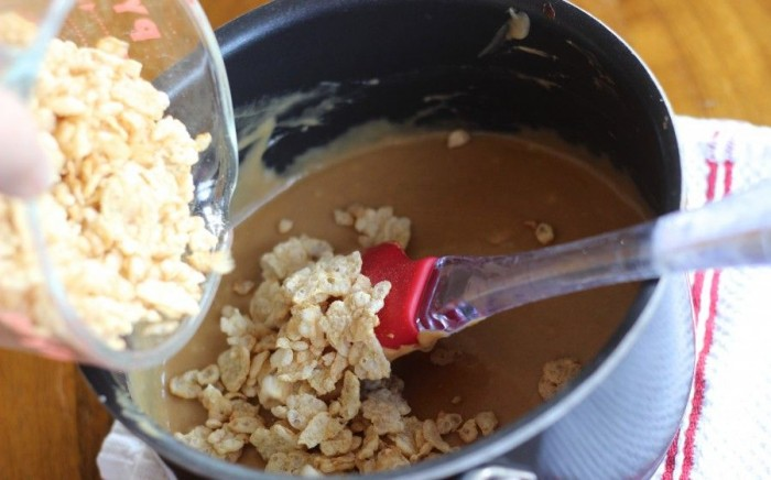 add special K to sugar, karo and peanut butter mix
