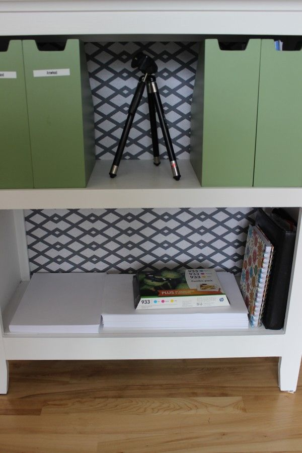 Paint a bookshelf and beautify the back.
