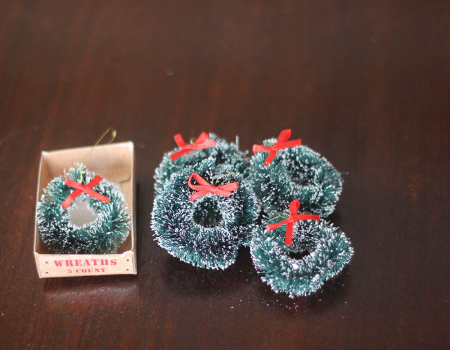 Tiny wreaths