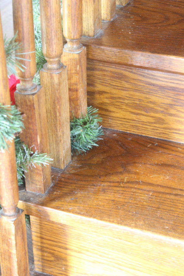 How to wrap Christmas garland around a ballast