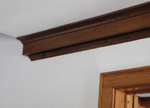 crown molding and picture rails